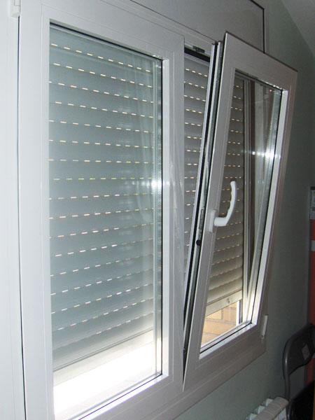 Productos aluminios ferragut for Puerta oscilobatiente